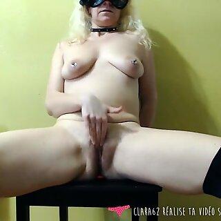 French MILF solo masturbation on Vends-ta-culotte