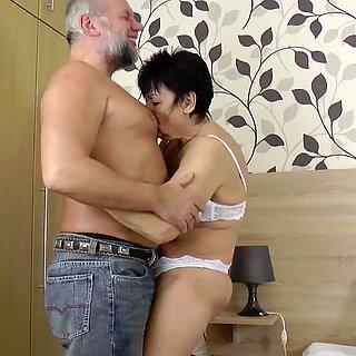 ألماني عجوز و الجد في المرة الأولى porn movie