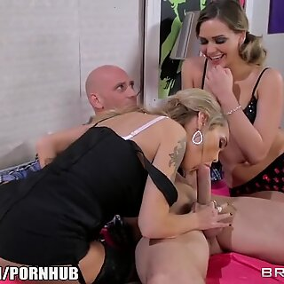 cougar comes in for the threeway - Brazzers