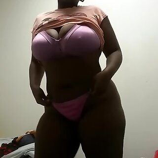 Chocolate sexy Bbw dancing and jiggling ass