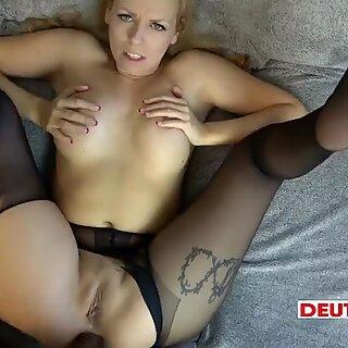 Nylon-Arsch-Fick mit Spermaflut