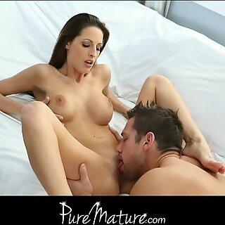 Natural big tit MILF Kortney Kane loves to fuck