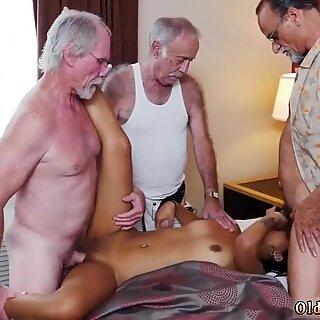 شاب زوج يمارس الجنس مع كاميرا ويب وجيدة راشدة قديمة مع هوتي لاتينية